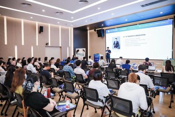 本次论坛跨多个学科领域,吸引了监管部门、临床医生、资深药师、法律人士等行业领袖与会,多维度地分享各自领域预防免疫的最新发展、政策法规和宝贵经验等