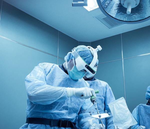 台北榮民總醫院張志漳醫師主導大體臨床測試,Caduceus 混合實境整體誤差小於1.5mm。