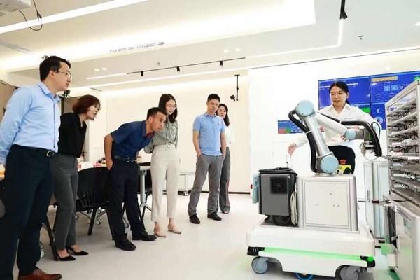 DPO学员参观TUV莱茵学院实验室