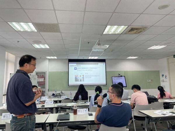 TUV南德信息安全领域资深专家尹冰先生在课上与学员进行交流互动