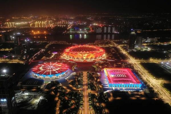 借即将开幕的第十四届全国运动会,西安市大力发展体育产业