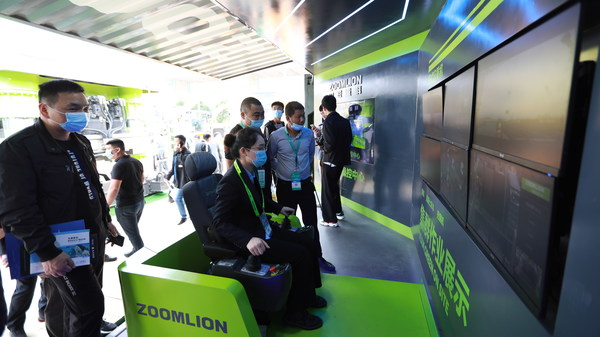 ズームライオンの試験的5Gタワークレーンリモートコントロールシステムが世界初の巻き上げ作業を完了