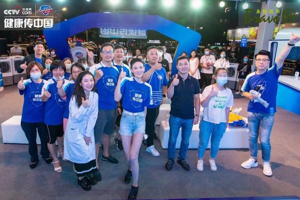 张蓝心现身福州永辉超市,助力舒肤佳健康传中国