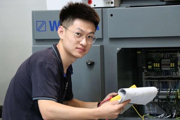 德科斯米尔为生产线员工以及受过高等教育的专业人才创造大量就业机会