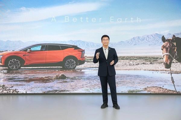 HiPhi Xは最新の技術革新を高級車両の全ての要素と一体化し、テクノロジーとラグジュアリー性の間にある線を曖昧にし、自動車の新セグメントTECHLUXE(R)を創出している。このテーマは新しいシリコーンレザーのインテリアにおいて具体化している。それは技術的な先進性がありながら、同時に高級車の豪華なインテリアの外観と質感も実現している