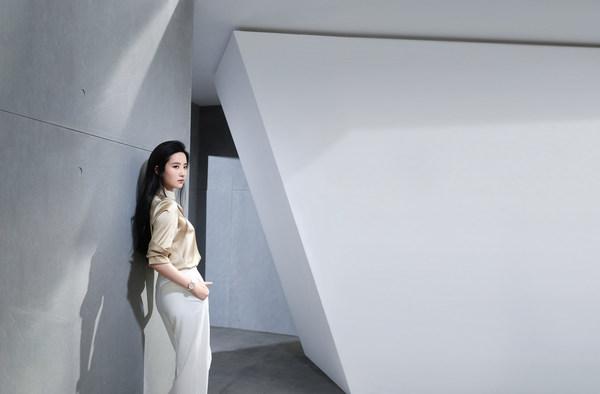 天梭于刘亦菲生日之际推出杜鲁尔系列广告大片