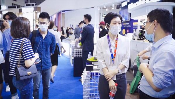 深圳锦江展展位上客户驻足了解FHD合作细节