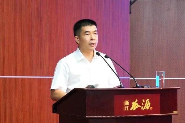 瓜沥镇镇党委书记朱国军讲话