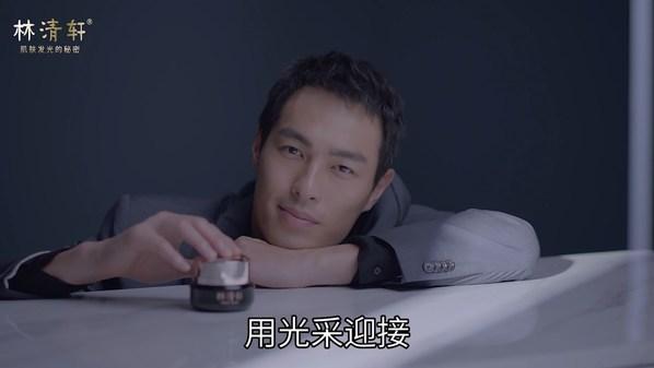 在视频中,杨祐宁于光影中穿梭,鼓励女孩勇敢迎接时光挑战