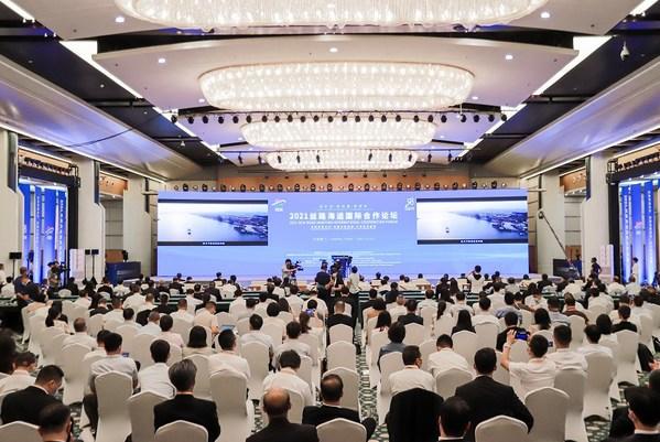 """新华丝路:2021""""丝路海运""""国际合作论坛在厦门举行"""