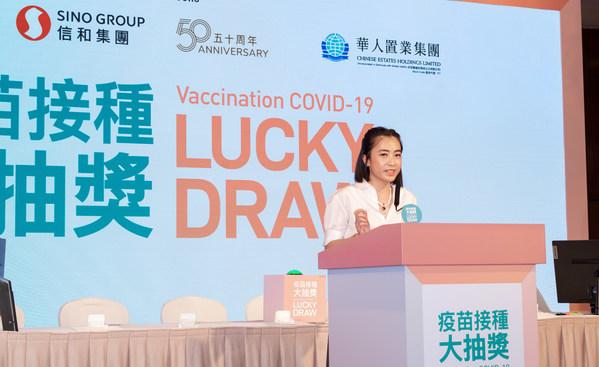 华人置业集团行政总裁陈凯韵女士在活动中致辞,期望随着疫苗接种人数增加,社会能够早日回复常态