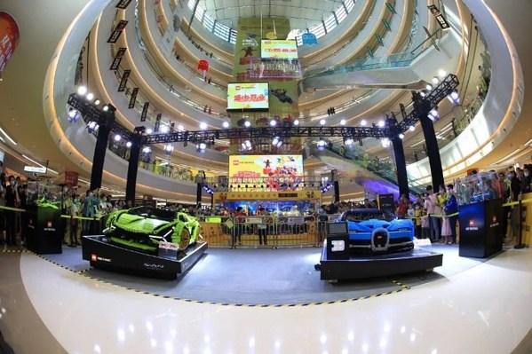 现场揭幕3-4真车比例超跑模型