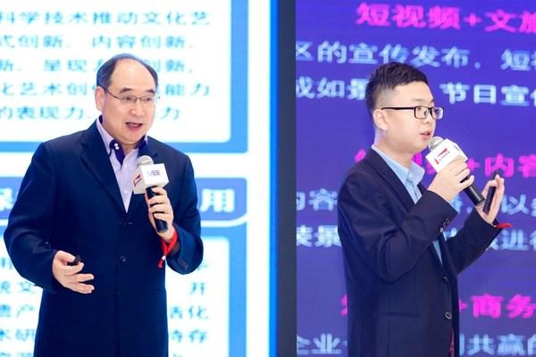 世界旅游联盟副秘书长王昆欣(左)、深圳市智此一游副总经理王擘(右)