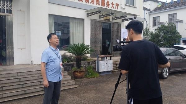 安徽泾县红十字会秘书长吴申生接受采访