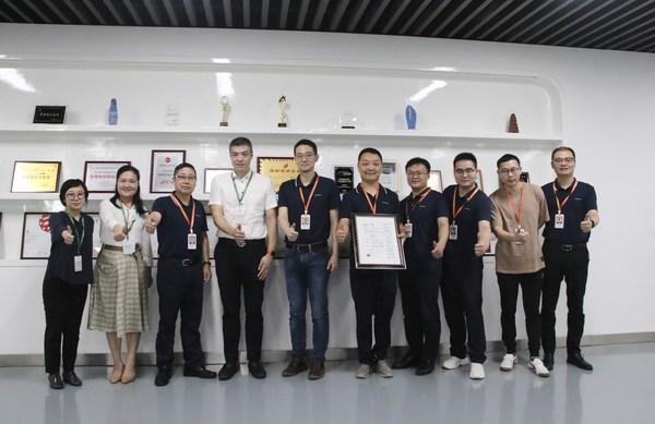 SGS与阳光电动力双方代表在ISO 26262:2018汽车功能安全流程认证证书颁证仪式现场合影