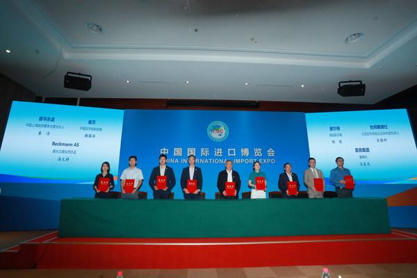 """CBRE签署第五届进博会参展合同,将再携""""未来中心""""亮相服贸展区"""