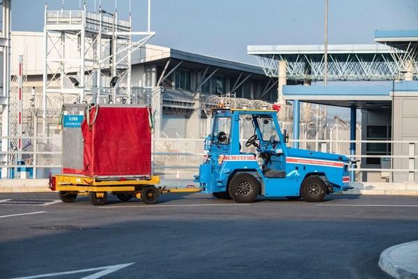 驭势科技无人物流车落地香港国际机场,成为全球首个在机场环境下运营的无人驾驶物流车项目