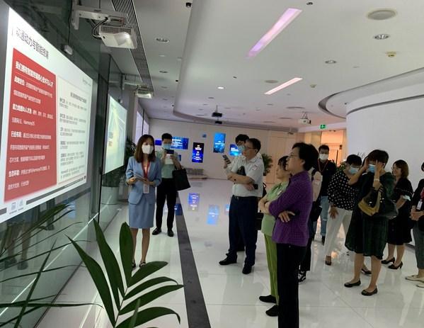 中国职业技术教育学会鲁昕会长一行莅临软通动力调研并出席座谈会