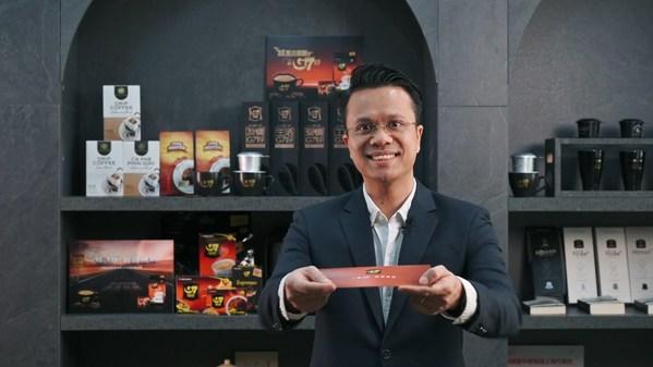 中原传奇咖啡集团大中华区总经理Lucas先生向G7勇士发出任务卡