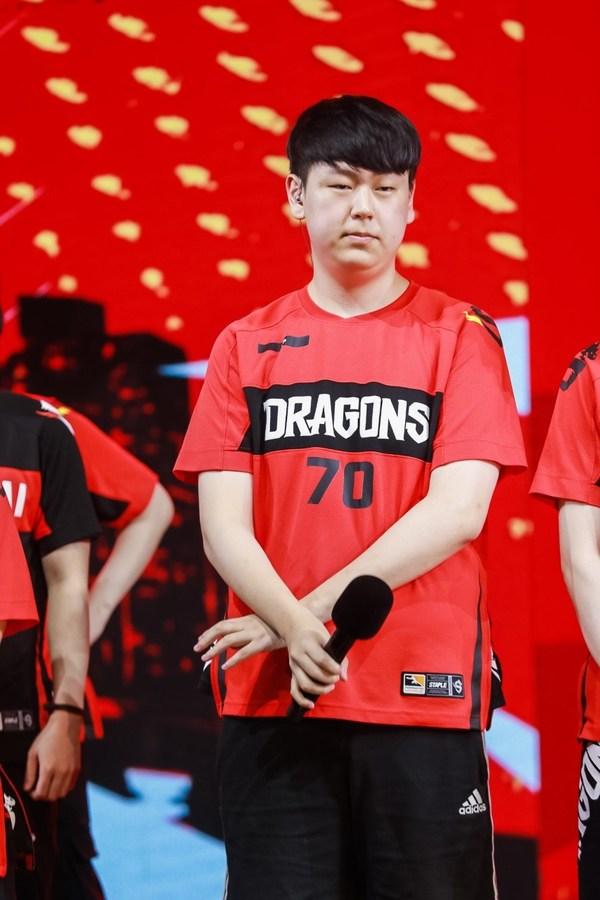 上海龙之队输出位选手LIP获得2021赛季《守望先锋联赛》总决赛MVP