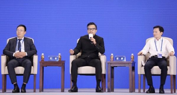 罗克韦尔自动化(中国)有限公司总裁石安(中)