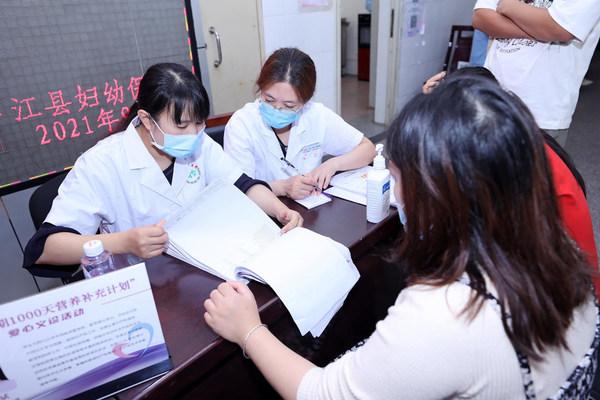 省内妇幼保健专家于中江县当地开展义诊宣教活动