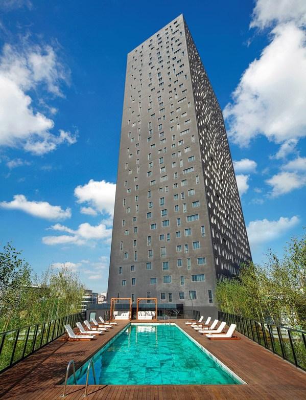 Eksterior hotel dan kolam renang di luar ruang