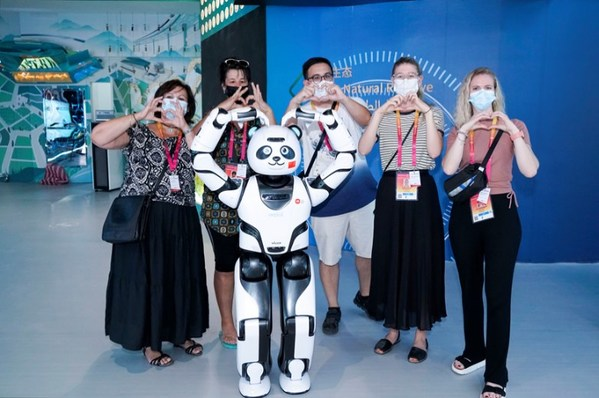 Group photo of visitors posing with UBTECH Panda Robot (Photo by China Council for the Promotion of International Trade)