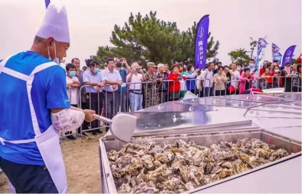 Tourists enjoy the Super Oyster Feast