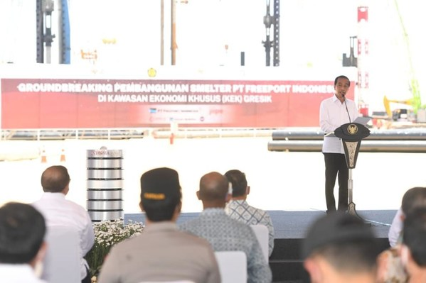<div>Groundbreaking: President Joko Widodo kicks off construction of the world's largest copper smelter in JIIPE</div>