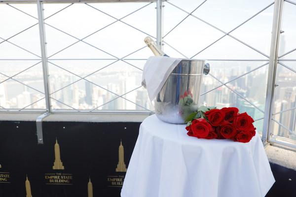엠파이어 스테이트 빌딩, 유명한 86층 전망대에서의 잊을 수 없는 청혼을 위한 '해필리 에버 엠파이어(Happily Ever Empire)' 약혼 패키지 상품 출시